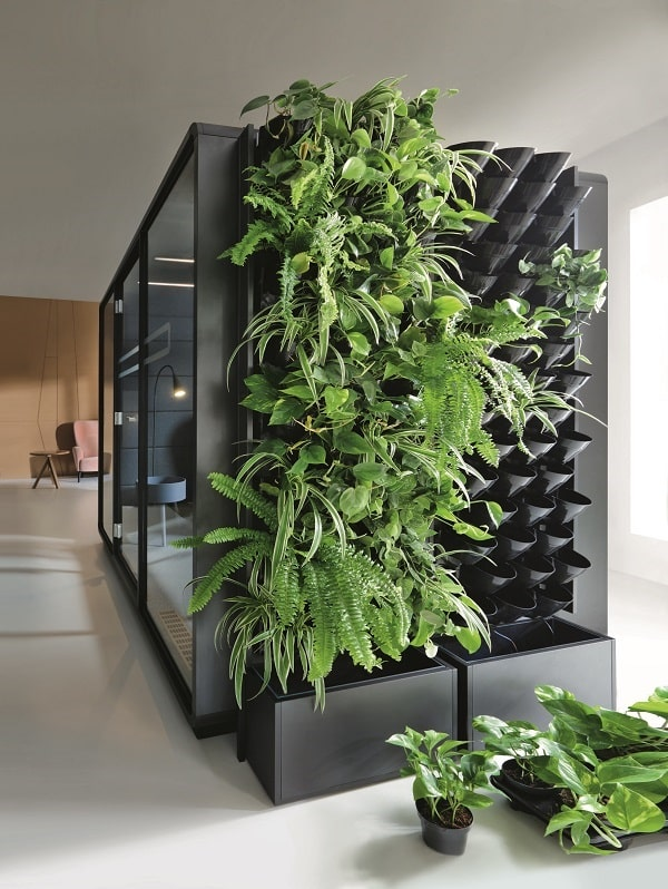The Hush Green Wall brings nature indoors. Frame, fixing arms, flower pots with irrigation channels, and automatic electronic irrigation system included.
