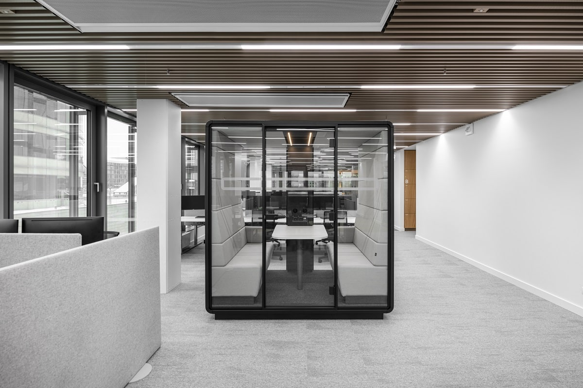 4-person meeting pod for spirited collaboration, fully enclosed and soundproofed