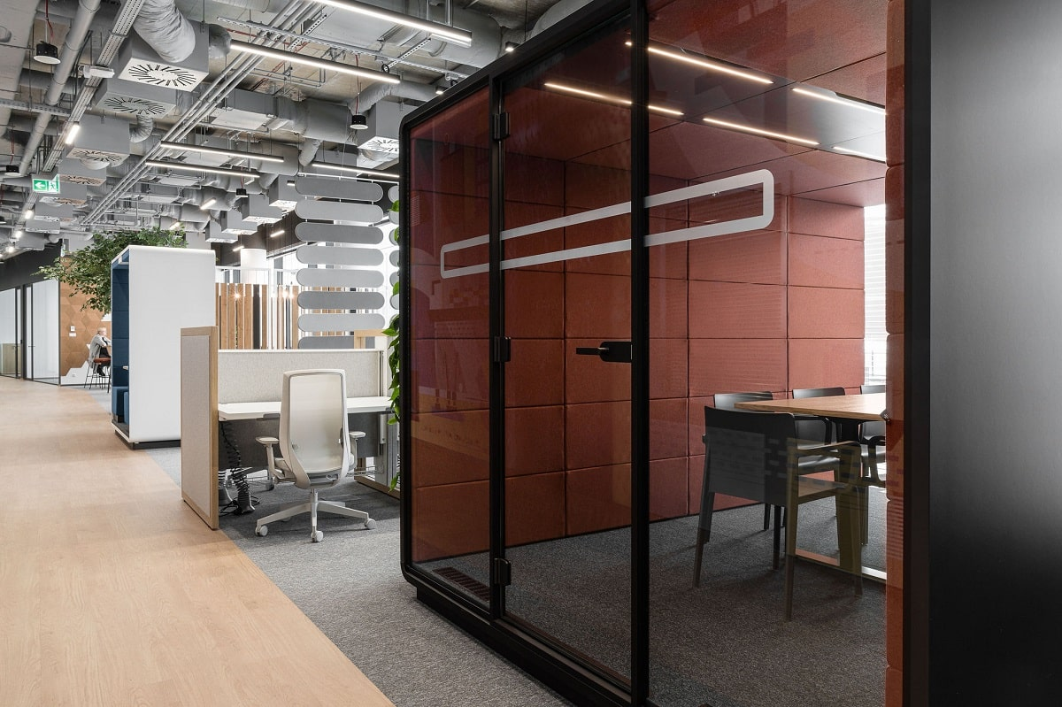The hushMeet.L prefab soundproof office booth